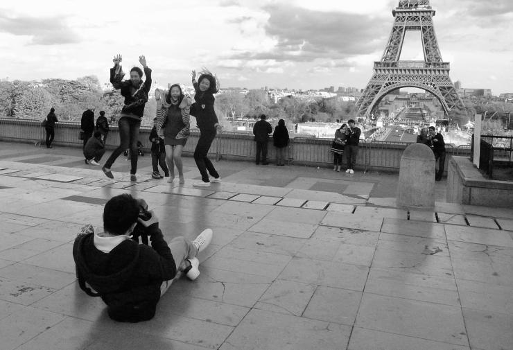 Jumping La Tour Eiffel