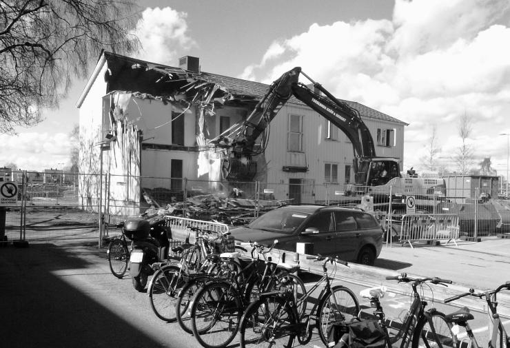 Hus 18 börjar rivas