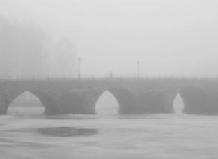 Gamla stenbron - In i dimman