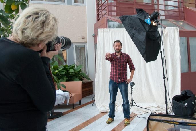 Elisabeth Ohlson Wallin fotograferar mig (Mattias Karlsson)