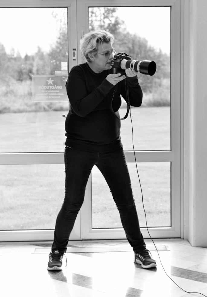 Elisabeth Ohlson Walllin fotograferar