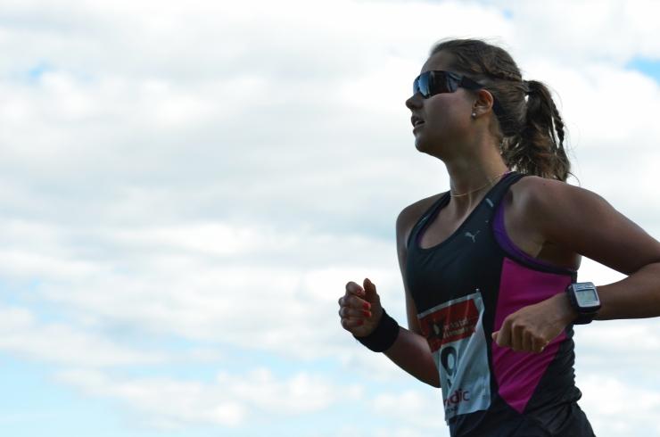 Mona Hallberg flyger förbi i ett rasande tempo!
