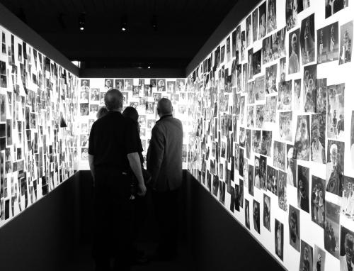 "Negativt ljusrum - ""Familjealbum"" Värmlands Museum"
