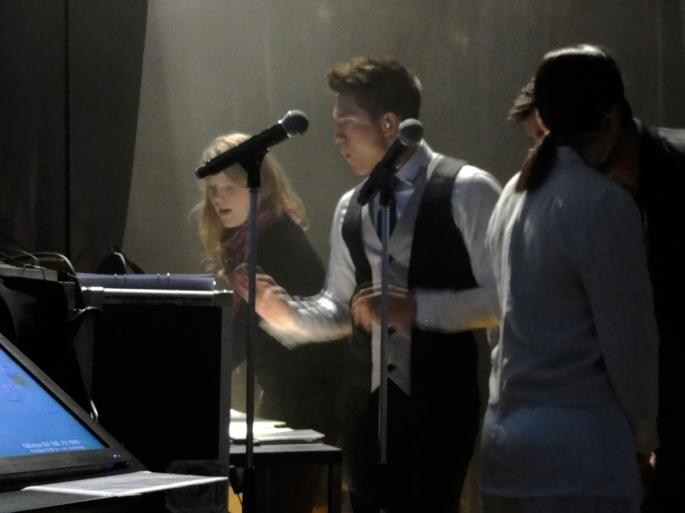Danny Saucedo diggar backstage