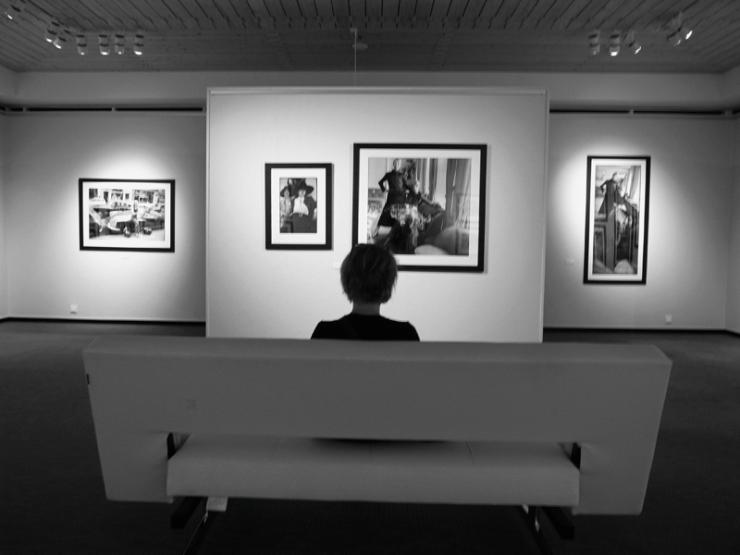 Besökare fotoutställning - Carl-Johan De Geer