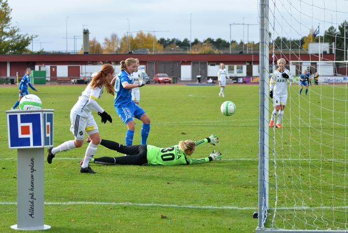 Elsa Hellstrand och QBIK kvitterar till 1-1 i matchen mot AIK