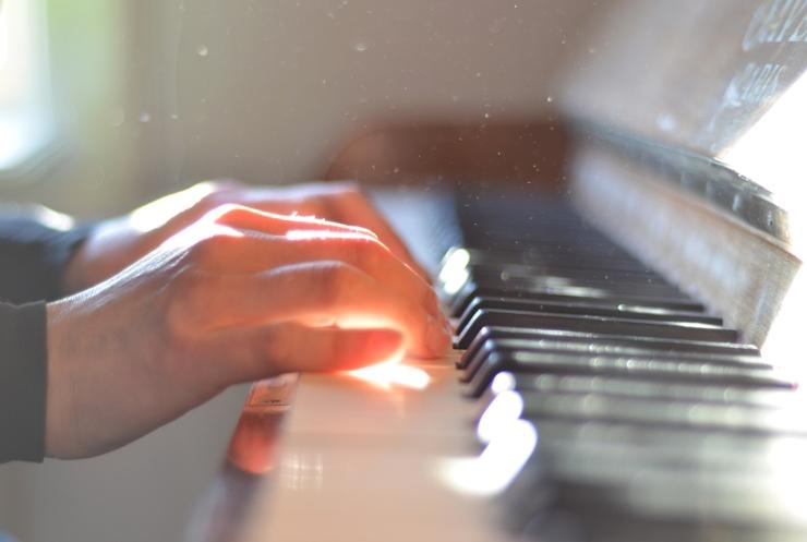 Piano i solsken