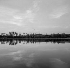 Över sjön 2.500 kr 40x40 cm (oinramad) upplaga 15 ex. Fotograferad med bälgkamera Zeiss Ikonta med Kodak Tri-X 400 120 film.